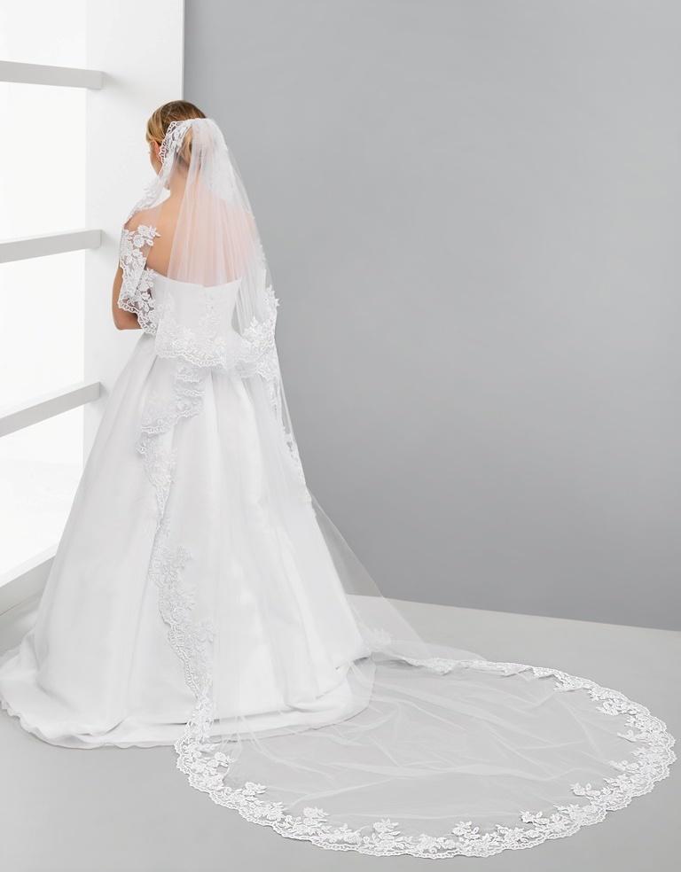 Luxusni Dlouhy Svatebni Zavoj S Krajkou Levne Svatebni Saty