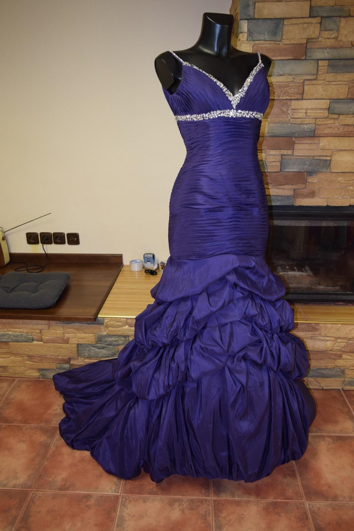 685bdee29c5 originální svatební šaty