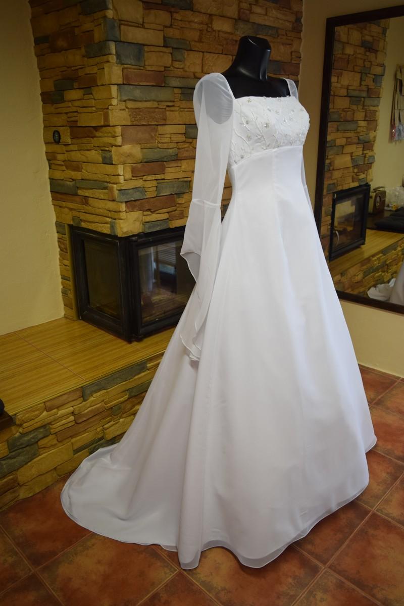 6ec4baef21a Nové svatební šaty