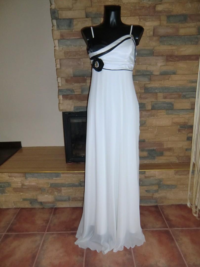 f076b8f39ba originální svatební šaty
