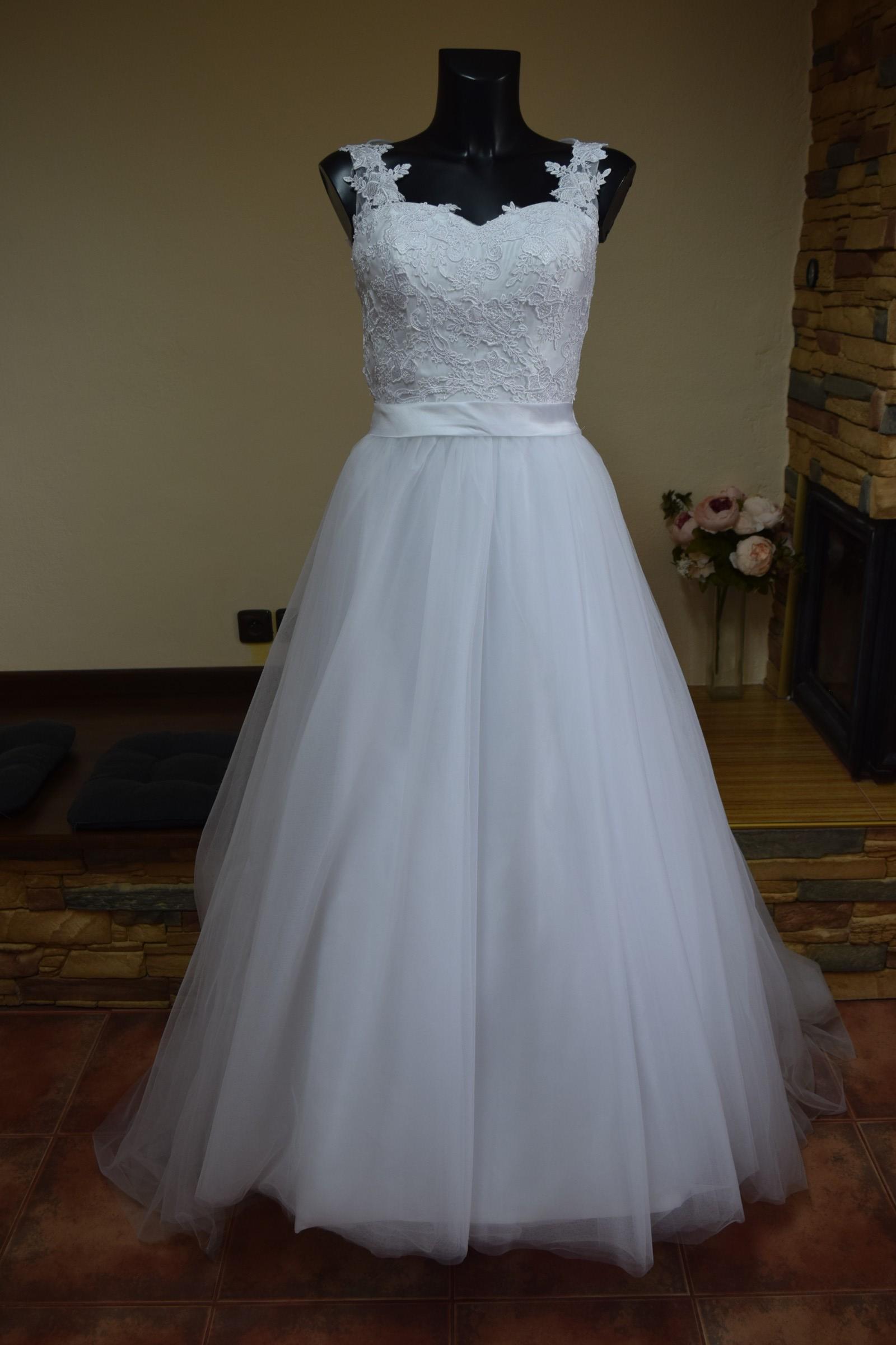 12ca8f9b300e bílé svatební šaty
