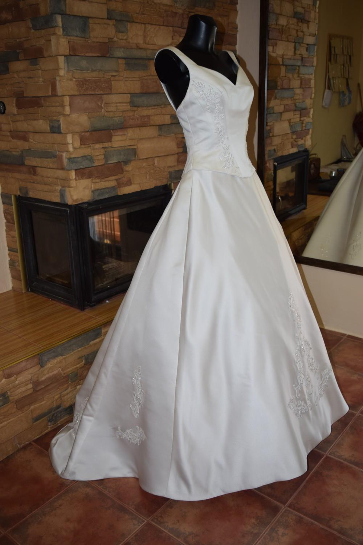 977b4b47d07 AKCE- luxusní svatební šaty